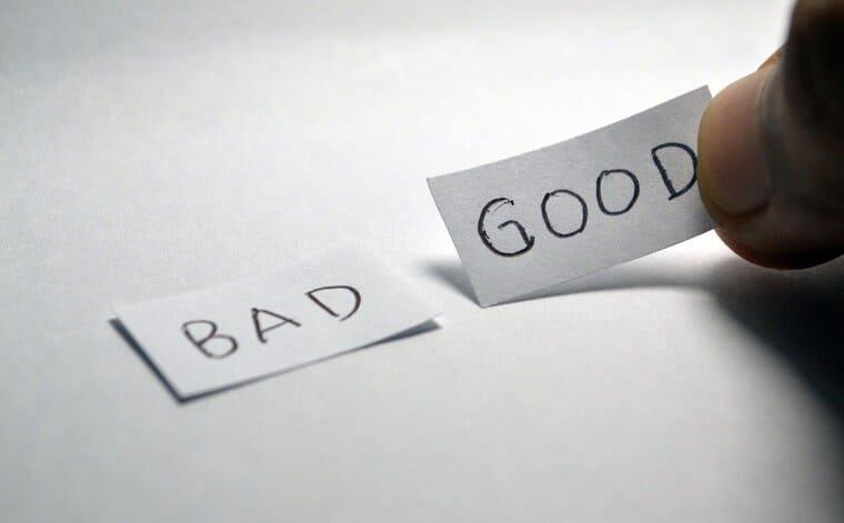 GOODとBADの紙の札