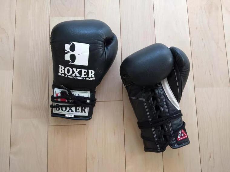 BOXERの黒いグローブ